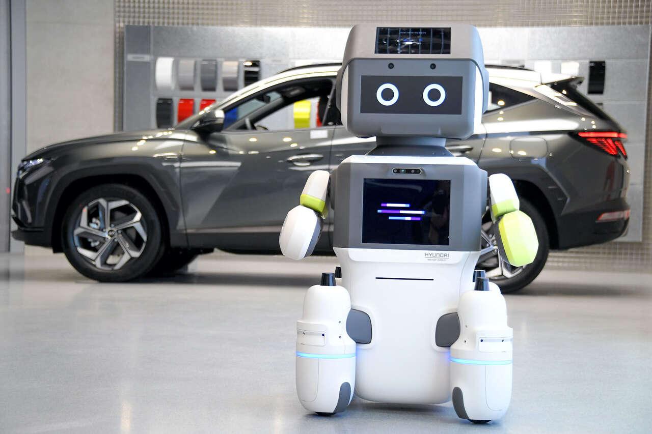 距离产生美?现代为汽车展间引进客服机器人